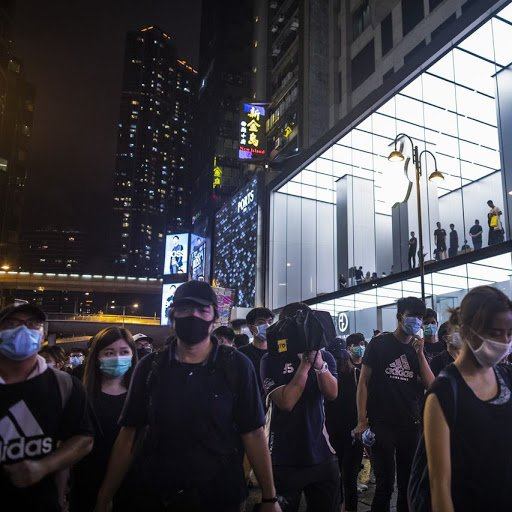 Apple Shuts Hong Kong Stores Early as Fears of Lawlessness Rise